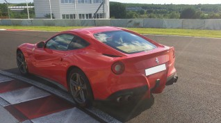 Ferrari F12 Berlinetta autóvezetés Hungaroring 4 kör