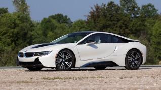 BMW i8 Plug-in hybrid vezetés KakucsRing 3 kör