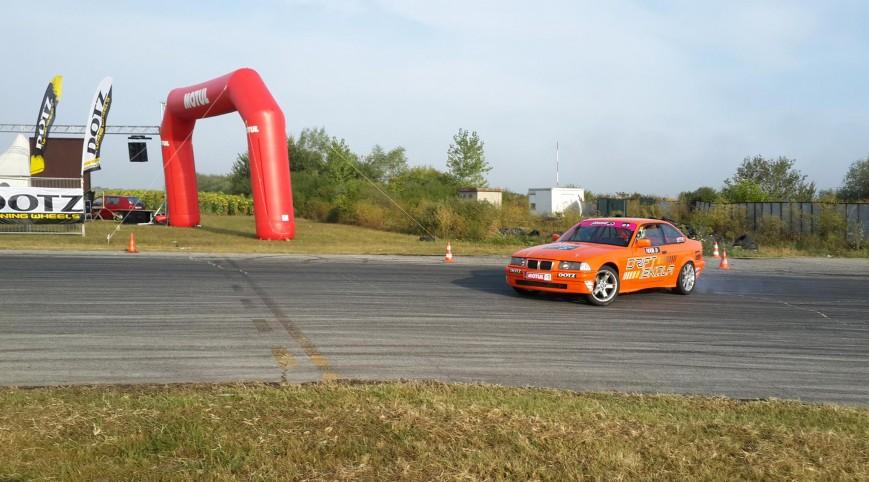 320 lóerős BMW Drift Versenyautó Vezetés