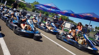 Gokart mini bajnokság a Hungaroring gokartpályáján 8 fő