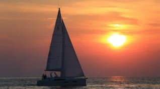 Romantika a naplementében a Balaton közepén