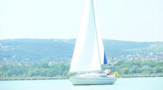 2 órás szabad vitorlázás a Balatonon kapitánnyal 1-9 fő