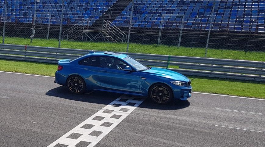 BMW M2 410 LE autóvezetés Euroring 4 kör