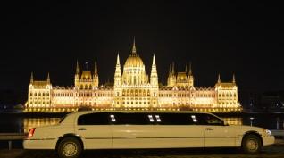 Utazás egy hófehér amerikai limuzinnal 2 óra