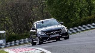 Mercedes C63 AMG autóvezetés KakucsRing 3 kör