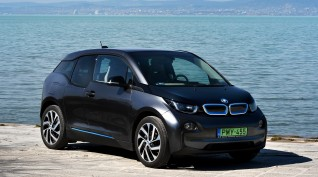 BMW i3 élményvezetés a Balatonnál 90 perc