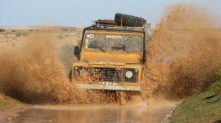 Land Rover Defender Off-Road Terepjáró élményvezetés és Túra 1 óra