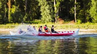 Banán hajózás extrém kanyarokkal és vízi városnézéssel Győrben 2-10 fő