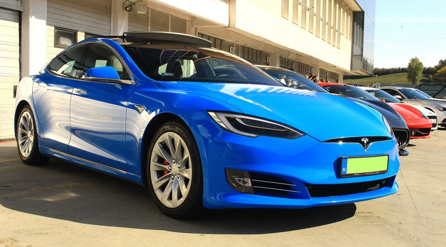 Tesla Model S P100D 772 LE élményvezetés KakucsRing 5 kör