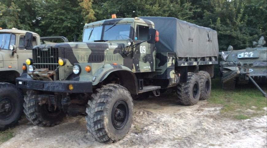Kraz 255 katonai teherautó vezetés