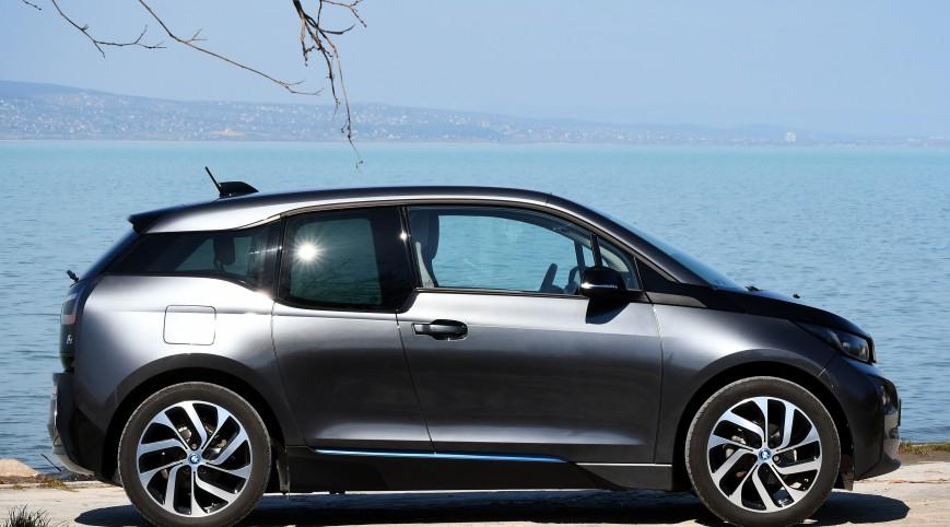 BMW i3 élményvezetés a Balatonnál 60 perc