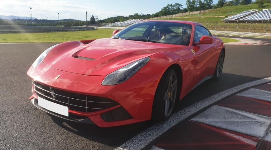Ferrari F12 Berlinetta élményvezetés Hungaroring 6 kör