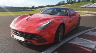 Ferrari F12 Berlinetta autóvezetés Hungaroring 6 kör