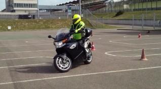 Open Life vezetéstechnikai tréning saját motorral