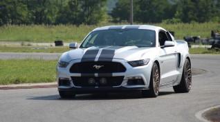 Ford Mustang GT Eleanor autóvezetés KakucsRing 3 kör