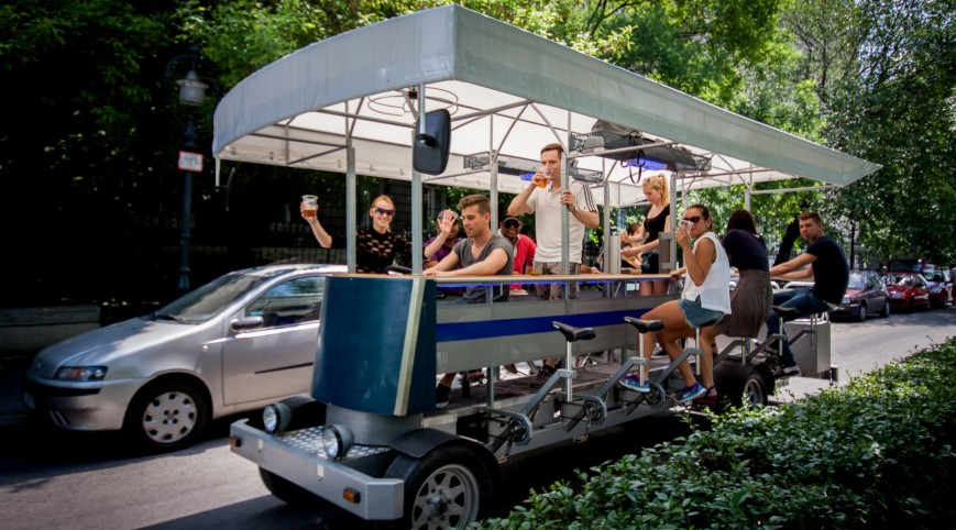 Sörbicikli Budapesten idegenvezetővel 2 óra 20 liter sör 4-16 fő