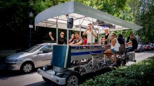 Sörbicikli Budapesten idegenvezetővel 2 óra 30 liter sör 6-15 fő