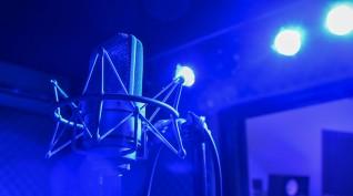 Éneklés egy profi hangstúdióban