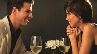 Gyertyafényes vacsora a Duna ölelésében pároknak