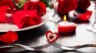 Romantikázás a Dunán yachttal és gyertyafényes vacsorával