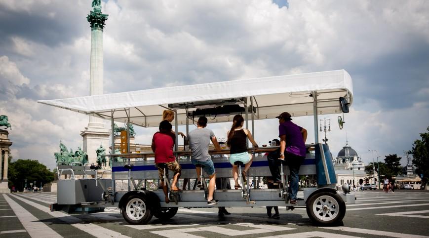 Sörbicikli Budapesten idegenvezetővel 1 óra 20 liter sör 4-16 fő
