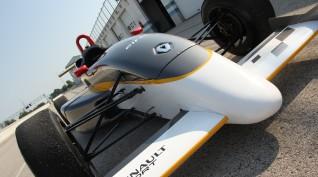 Forma Autó Vezetés Renault Versenyautóval az Euroringen 4 kör