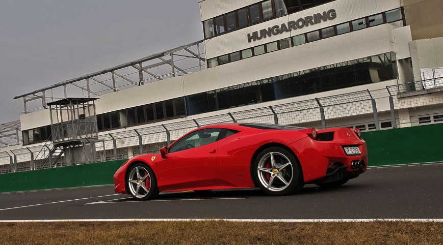 Ferrari 458 Italia autóvezetés Hungaroring 6 kör