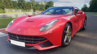 Ferrari F12 Berlinetta autóvezetés KakucsRing 5 kör