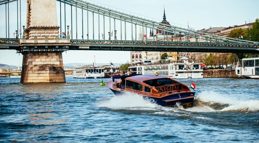50 perces élményhajózás vízi limuzinnal a Dunán