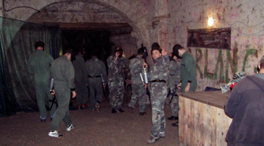 Barlang paintball Budapesten, labirintusszerű pályán 400 golyóval