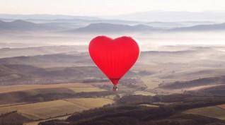 Romantikus sétarepülés SZÍV formájú hőlégballonnal