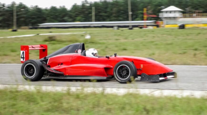 Formula Renault élményvezetés KakucsRing 8 kör